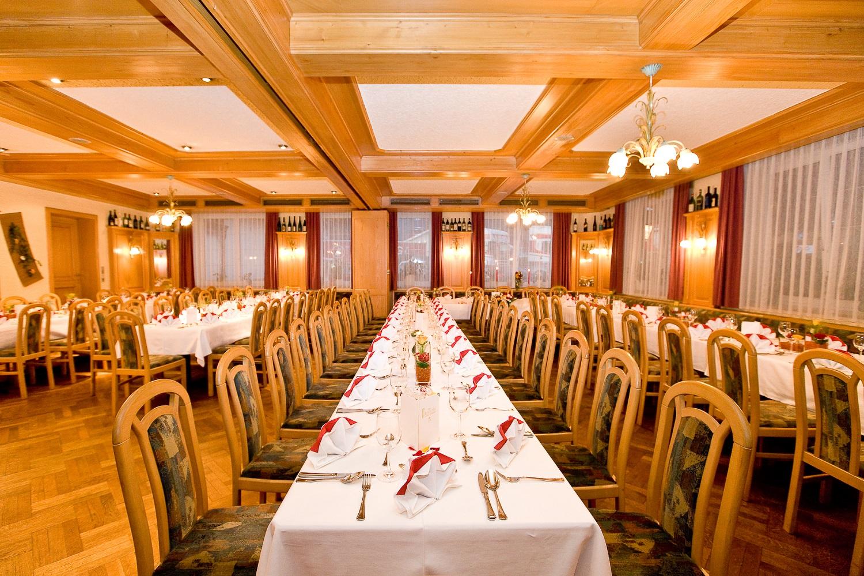 Der große Speisesaal ist perfekt für Hochzeitsfeiern.